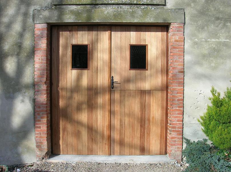 Esthétisme Et Lisolation Des Volets Roulants Adaptés Aux Besoins - Porte de garage bois 2 vantaux